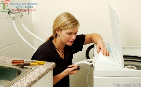 giặt quần áo sai cách khiến áo quần mau hỏng